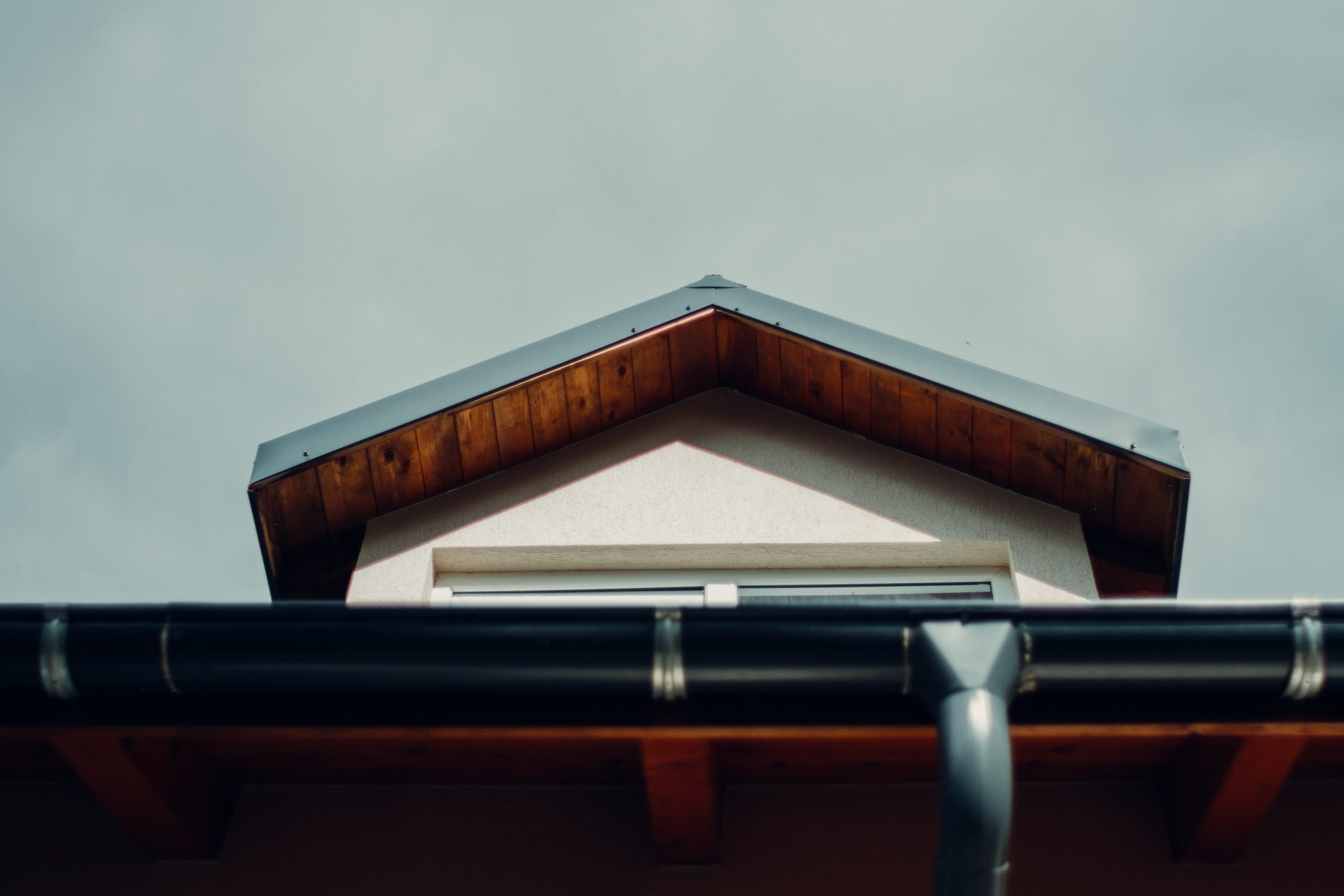 How to Hire the Right Iowa Company for Gutter Cleaning and Repair?