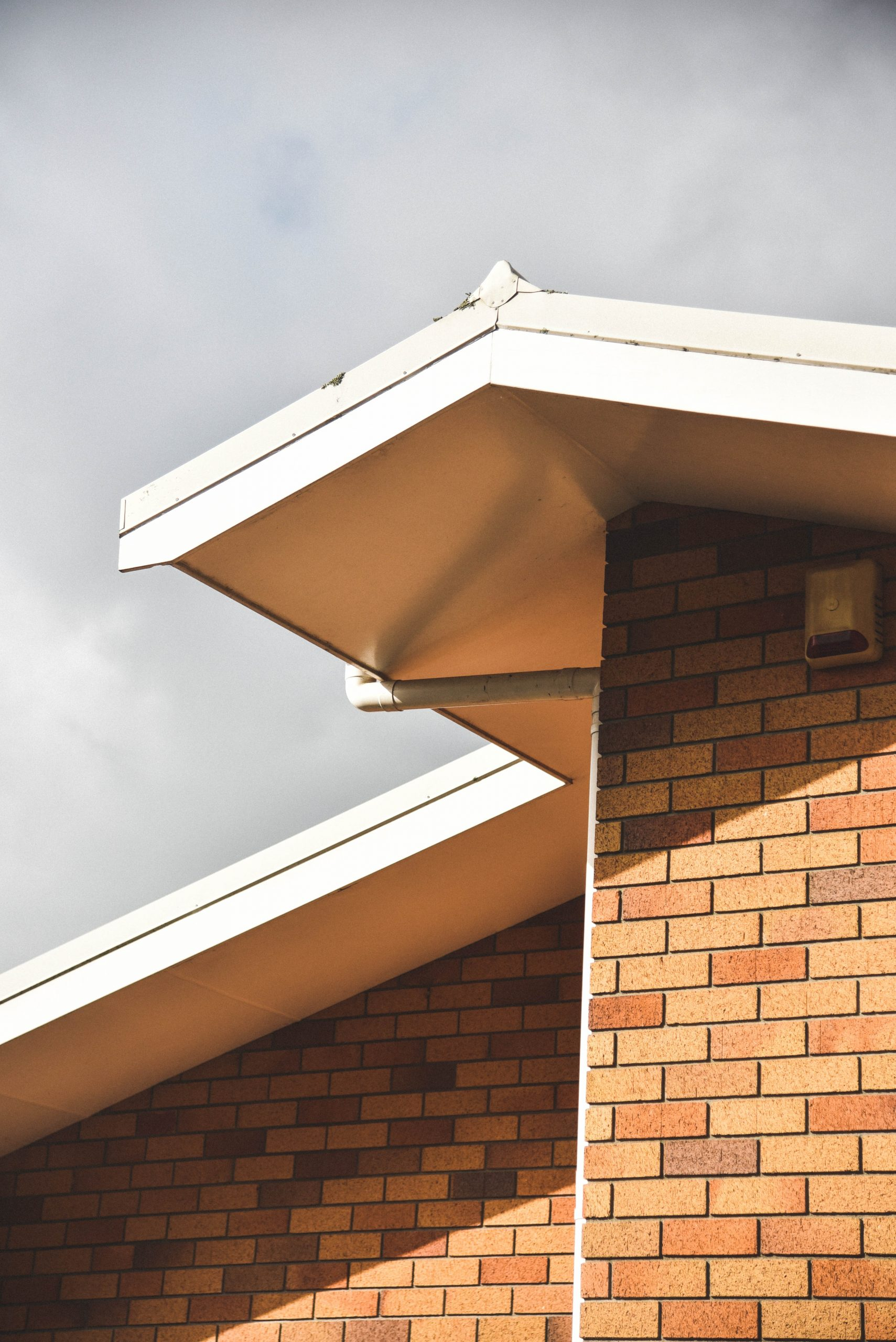 What Are the Benefits of Seamless Gutter Installation?
